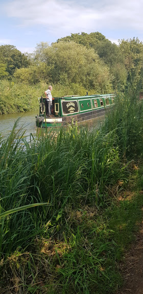 A narrow boat cruising down the kennet and Avon canal.